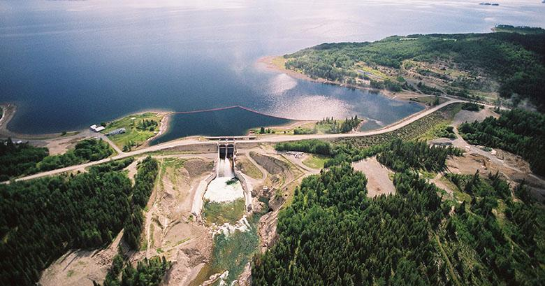 Slide_Skins_Lake_Spillway_and_Dams_June_2004.jpg